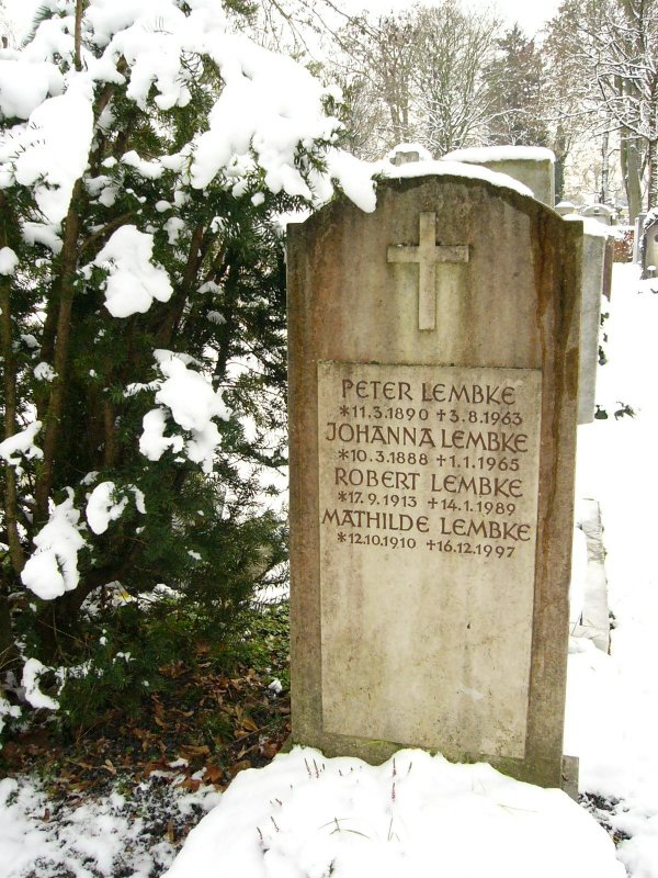 Familiengrab in München. Quelle: http://www.oliverbarchewitz.de/ALLE%20BILDER/Westfriedhof%204.jpg